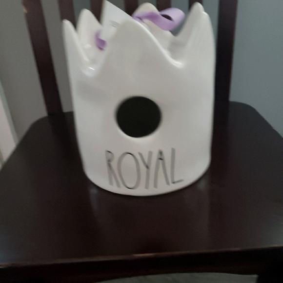 Rae Dunn Royal crown birdhouse
